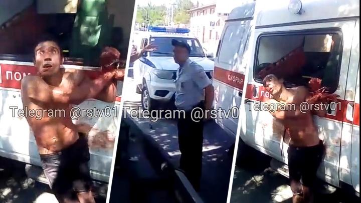 Неадекват разнес машину скорой помощи в Ростове