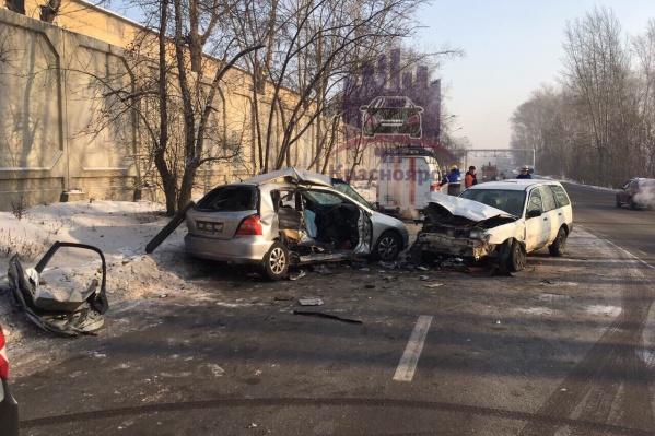 Один человек погиб, второго водителя увезли в больницу
