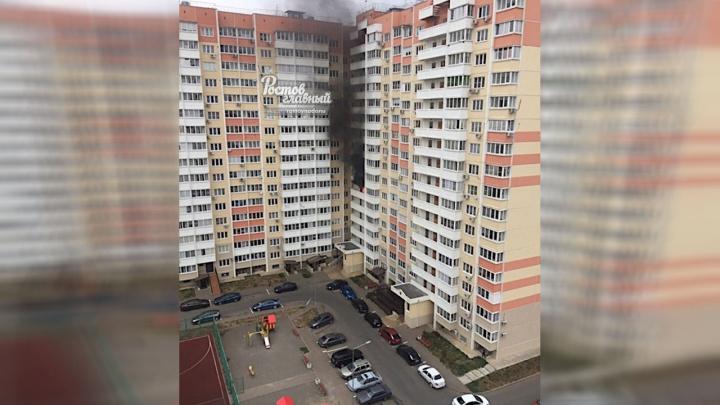 «Припаркованные машины мешали МЧС»: при пожаре в Суворовском пострадал ростовчанин
