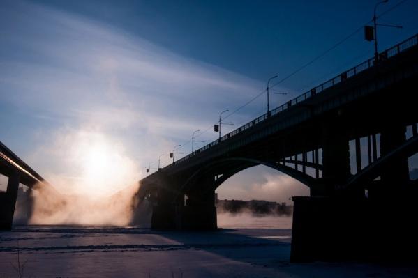 Авария случилась на Коммунальном мосту