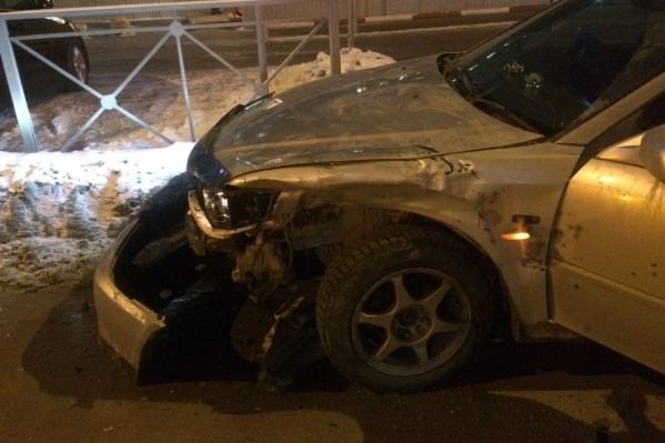 Попытка «Хонды» выехать с парковки закончилась аварией