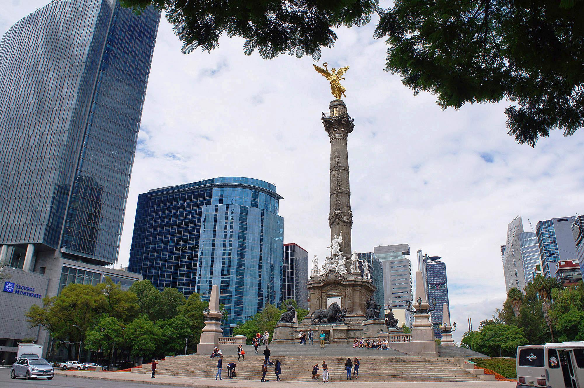 Ангел Независимости— монументв честь победы Мексики в войне за независимость от колонизаторов