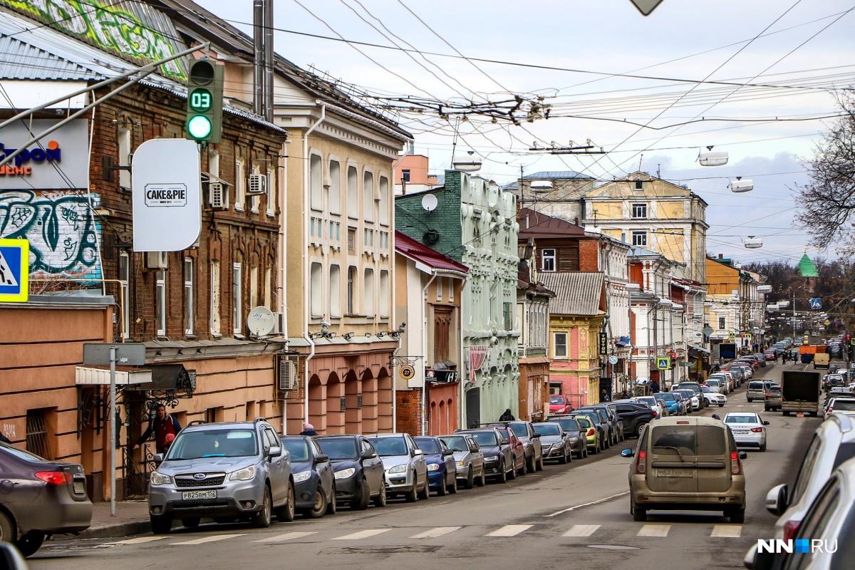 На Алексеевской какие-то здания выглядят хорошо, а какие-то очень даже плачевно