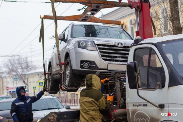 """Сейчас эвакуация авто в Самаре обходится в <nobr class=""""_"""">1 700</nobr> рублей"""