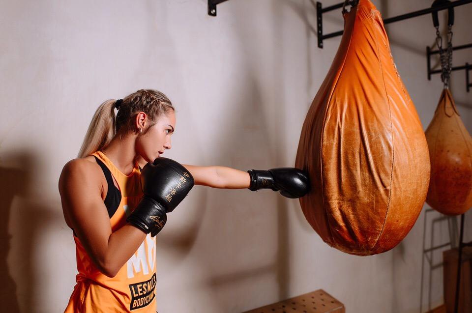 «Почему она дерется, а не ходит по подиуму?»: красавица-нижегородка выступила на турнире по ММА