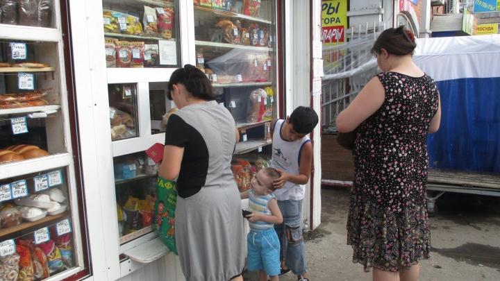 «Продают хлеб, а рядом помойные вёдра»: коммунальные службы проверили работу киосков в Самаре