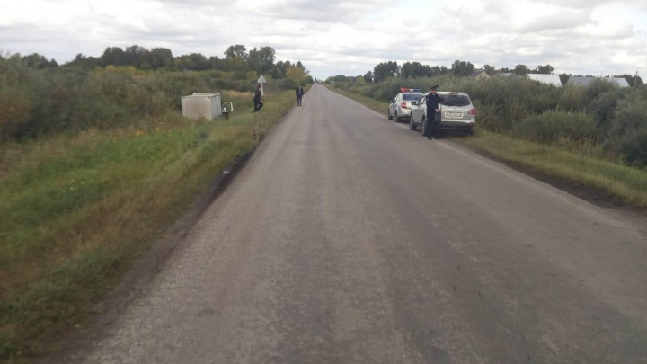 На зауральской трассе хлебный фургон сбил велосипедиста. Мужчина погиб