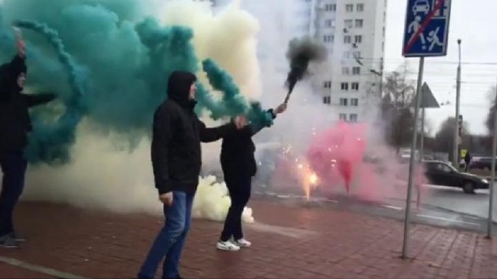 Фанаты ФК «Уфа» устроили фаер-шоу перед игрой с «Рубином»
