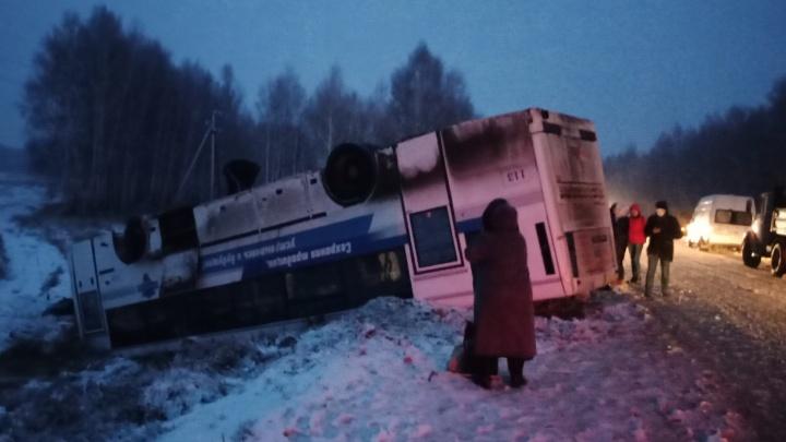 Появилось видео с места крушения автобуса в Саргатском районе