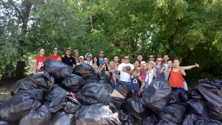 «За неделю опять накидают»: волгоградцы на Бобрах собрали целый КАМАЗ мусора