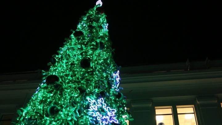 Новогодний сезон открыт: смотрим, как в Архангельске зажигали главную городскую ёлку