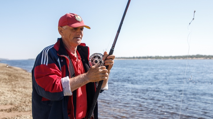 «Будем стоять целый день»: рыбаки со всей России померятся уловом в затоне Волгоградской области