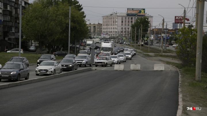 Скорость — 5 км/час. Дорожники ограничили въезд на один из крупных челябинских мостов