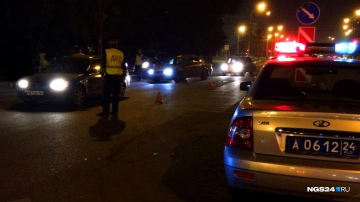 Инспектор ДПС отпустил лишённого прав водителя и оштрафовал его отца для показухи