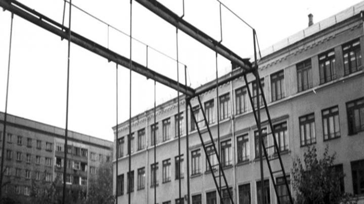 «Госпиталь в кабинете химии и трудовой лагерь»: в школе показали ретрофотографии 80-летней давности