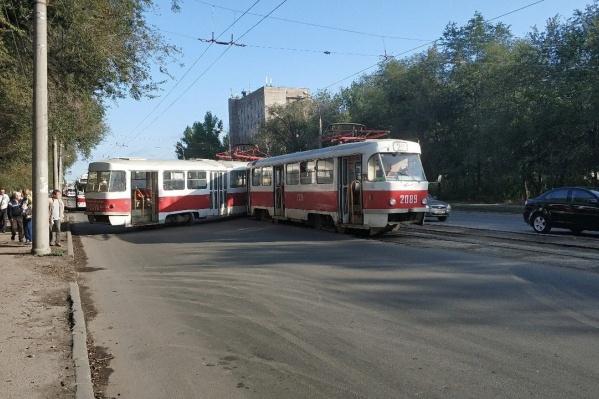 Трамвай ехал по 25-му маршруту