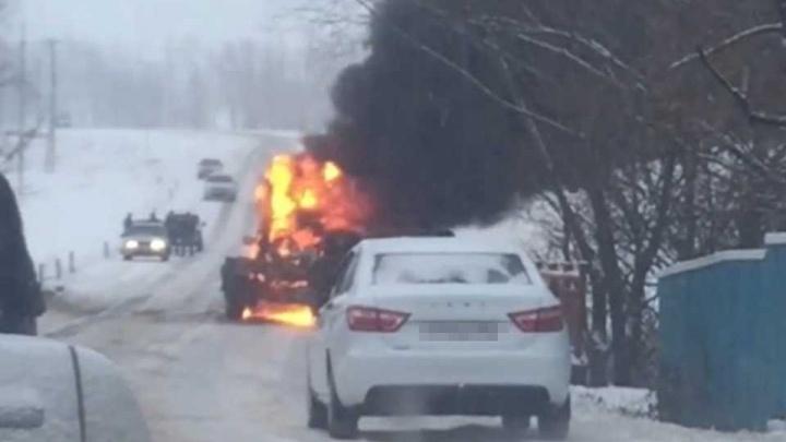 На мосту в Башкирии сгорел грейдер