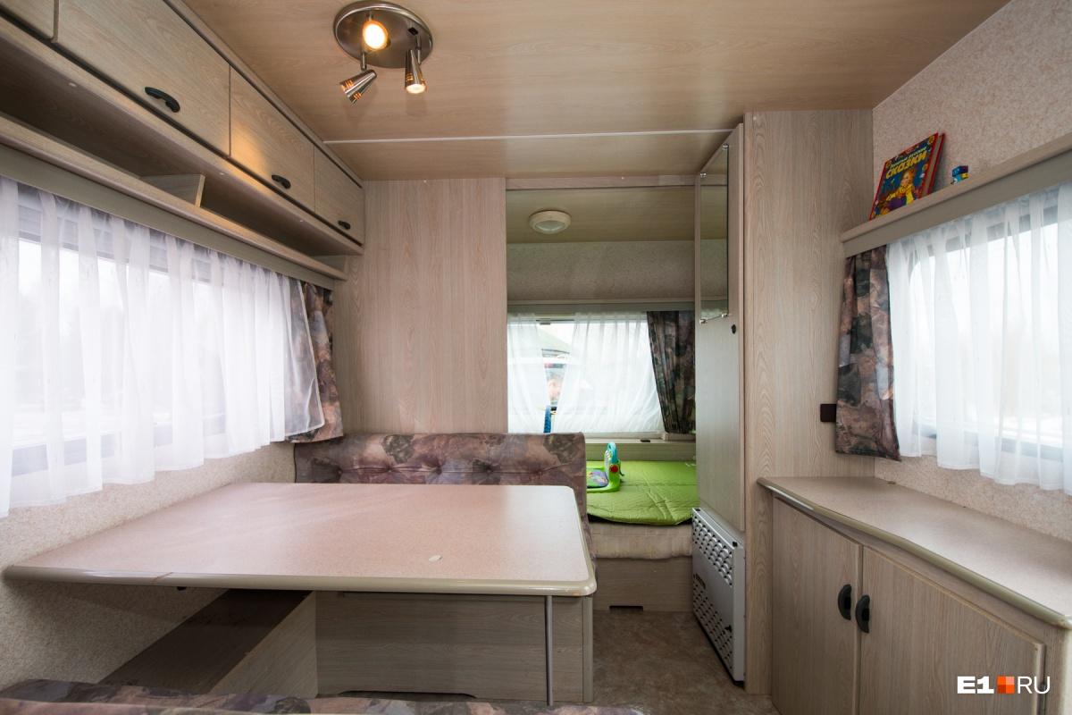 Кухня, спальня, гостиная —всё в одной комнате