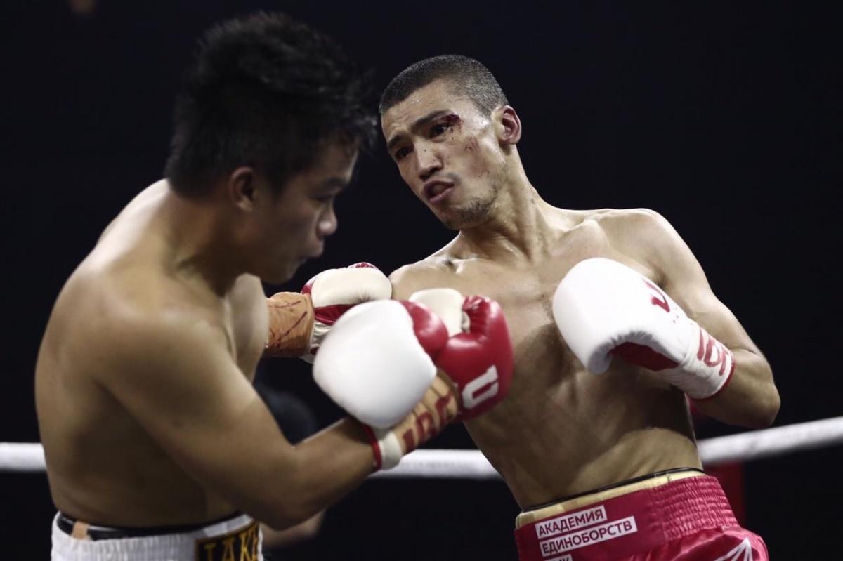 Россияне Файфер и Алоян проиграли два главных поединка на всемирной боксёрской суперсерии