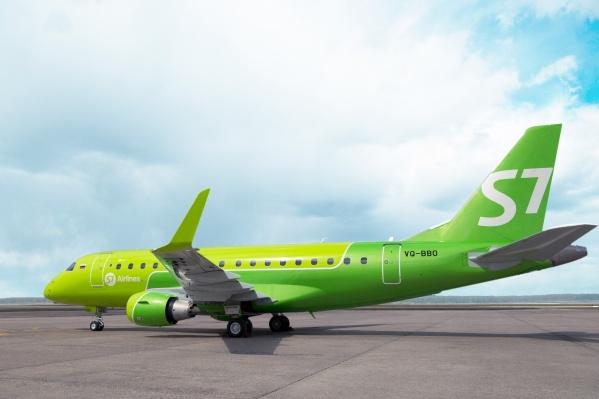 СамолетEmbraer 170-LR, который будет летать из Новосибирска в Омск