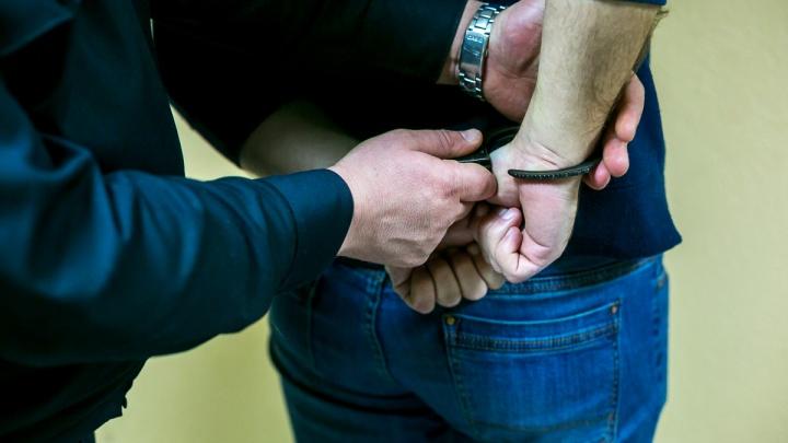 Гастролирующая воровка-карманница попалась в автобусе № 63. Видео задержания пассажирами