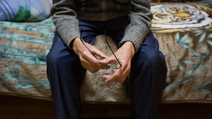 Сотрудница Пенсионного фонда 2 года получала пенсии за умерших стариков