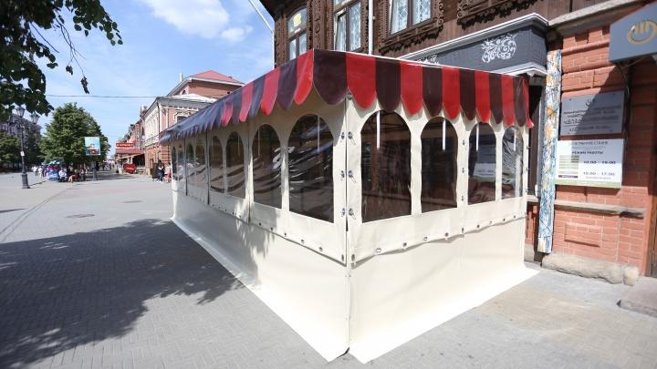 «Просто убожество»: здание бара на Кировке «приросло» летней верандой