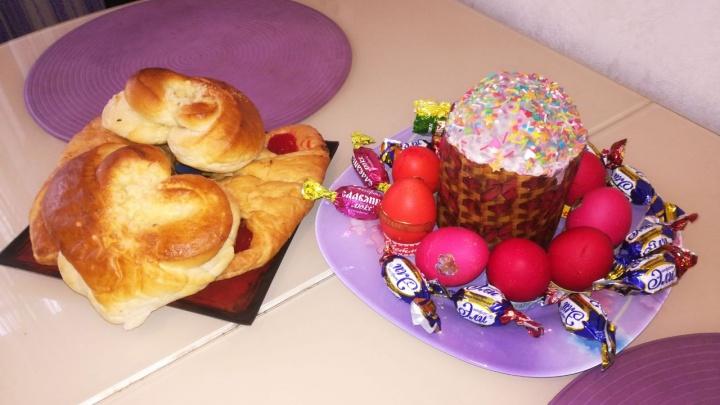 Покрасили яйца и купили куличи: новосибирцы показывают, как подготовились к Пасхе