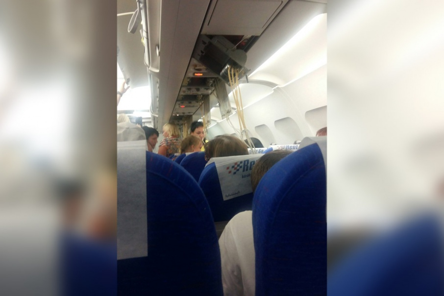 В салоне самолёта возникла паника