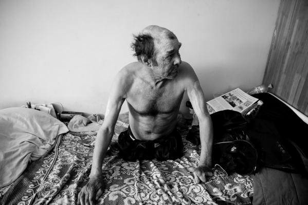 Василий Владимирович приехал в Тюмень из Казахстана. У него нет ни документов, ни родных. Общаться с журналистами он не захотел