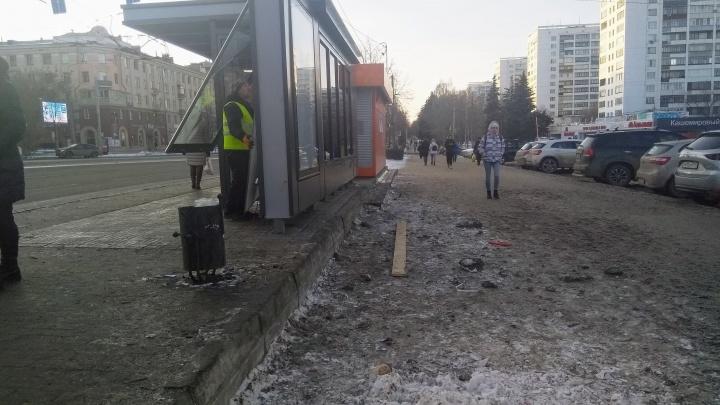 После разноса мэра Челябинска подрядчики спешно переделали остановку на Алом Поле