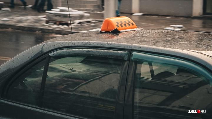 Полезла в бутылку: ростовчанка, не желая оплачивать проезд, проломила стеклотарой голову таксисту