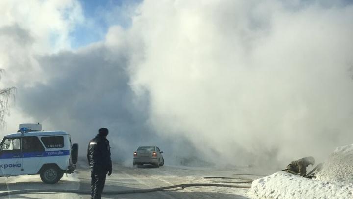 «Горит беляшная!»: Мочищенское шоссе заволокло дымом