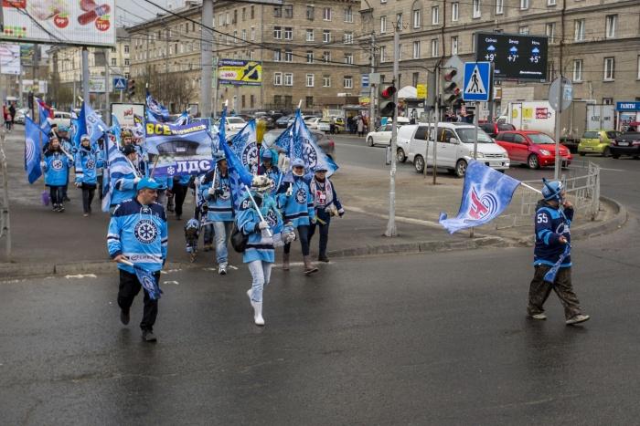 В марше участвовало около 35 болельщиков «Сибири»