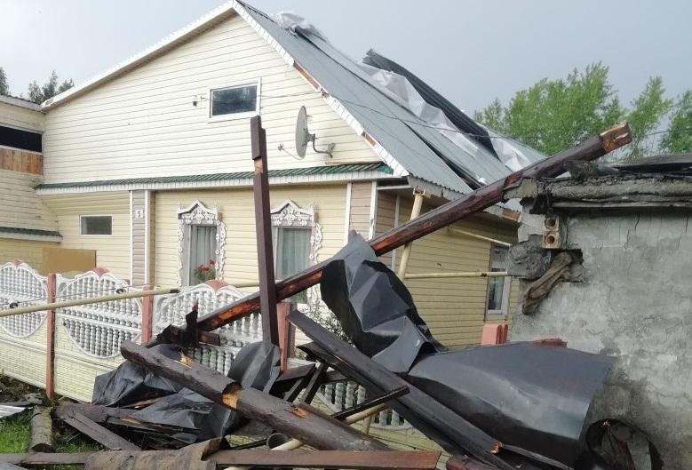 Некоторые дома сильно повреждены