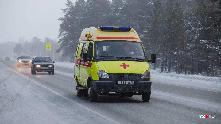 При обгоне стекло забросало грязью: пять человек пострадали в лобовом ДТП на тюменской трассе