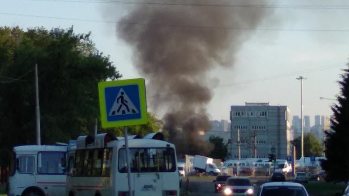 «Черный дым столбом и пожарная сирена»: на севере Уфы сгорел гараж