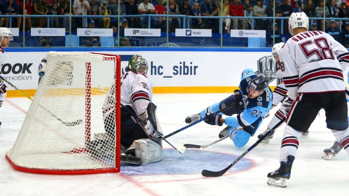 Вторая победа в сезоне: хет-трик игрока «Сибири» и ещё три шайбы в воротах рижского «Динамо»