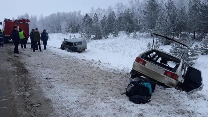 Одна авария, пятеро пострадавших: на трассе в Башкирии столкнулись «четырнадцатая» и УАЗ