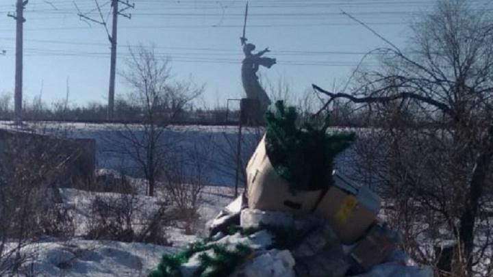 «Вводят людей в заблуждение»: мусорный регоператор ушёл на выходные от жалоб волгоградцев