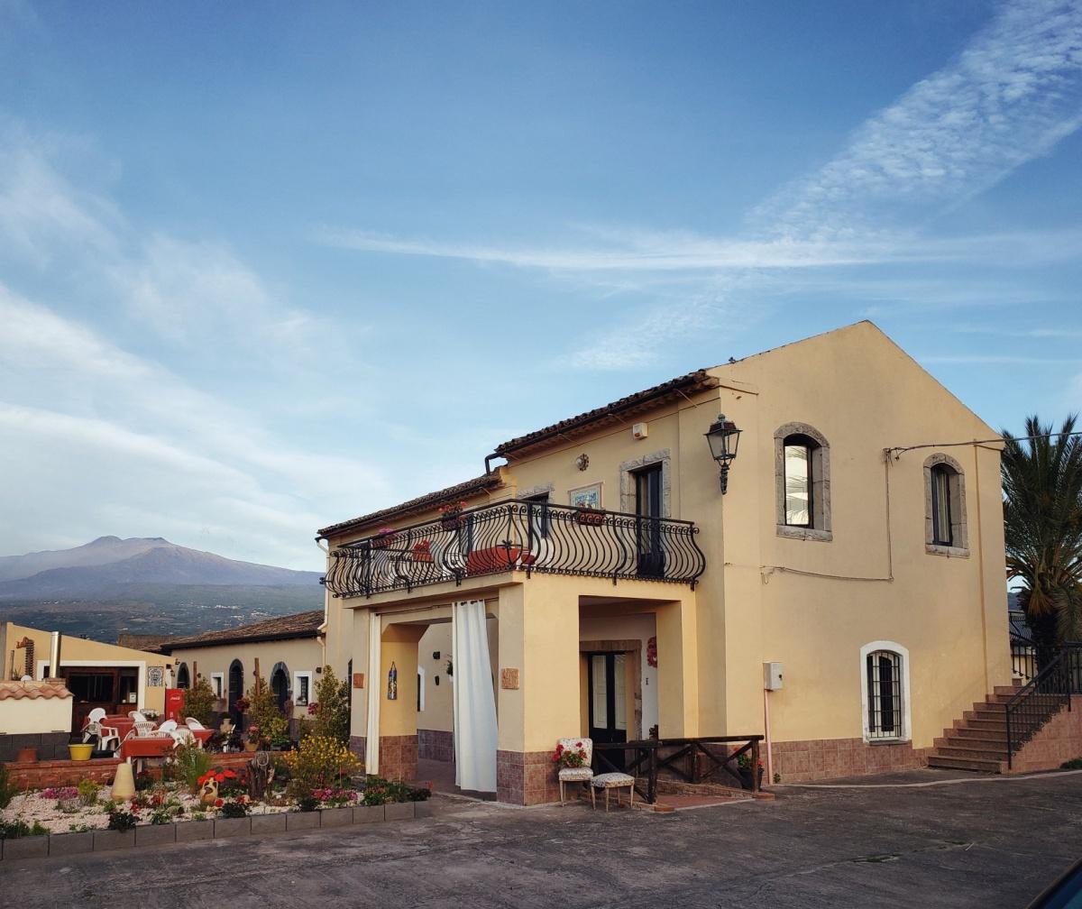Екатеринбуржец остановился на Сицилии на вилле с видом на вулкан Этна