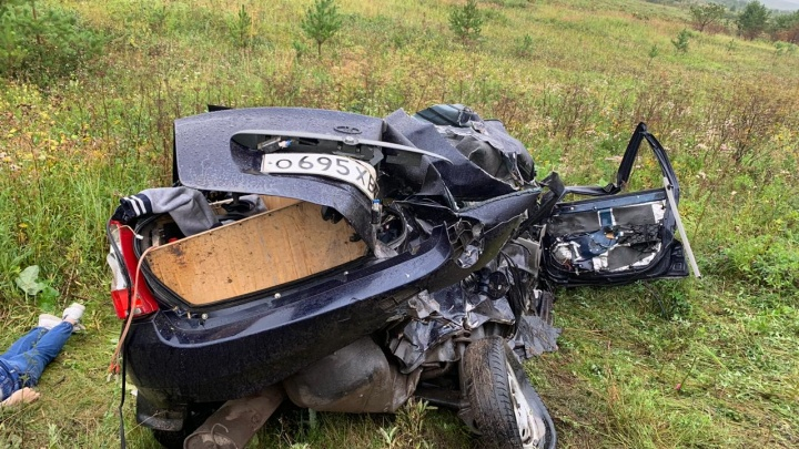 На трассе Реж — Артёмовский «Ладу» занесло и выбросило на встречку в грузовик, погибли двое