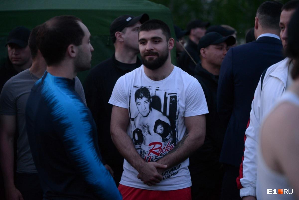 Еще среди тех, кого опознали, оказался Магомед Курбанов, чемпион по версииWBOInternational, чемпион по версииWBOInter-Continental (2017), чемпион мира среди молодежи по версииWBO(2016) в первом среднем весе