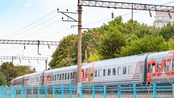 В Ростове мужчину насмерть сбил пассажирский поезд