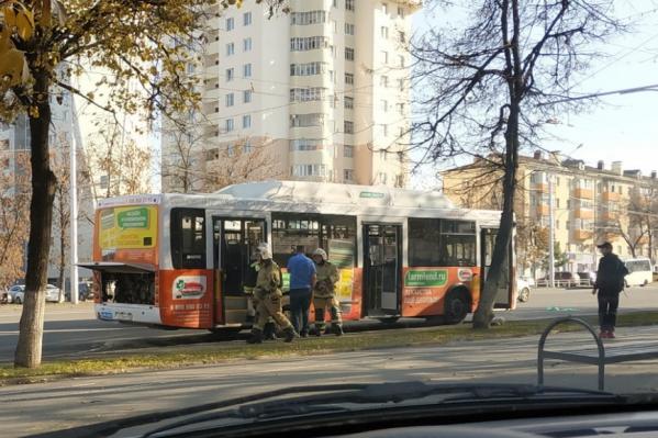Автобус был полон людей, когда случился хлопок газа