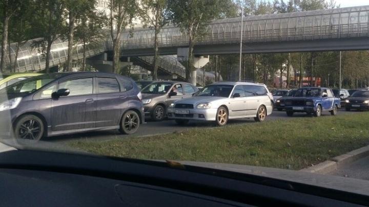 На Бебеля собралась большая пробка из-за ДТП с тремя машинами