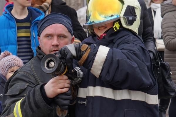 В Новодвинске пожарная газоспасательная служба АЦБК подготовила много развлечений для детей и взрослых