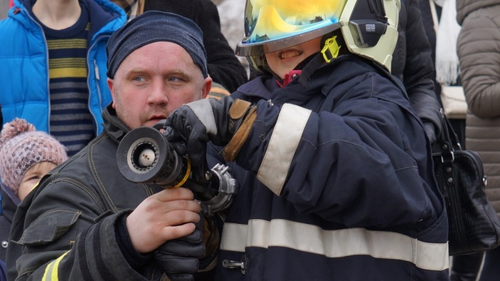 Почувствовать себя пожарным: АЦБК пригласил на день открытых дверей собственной пожарной службы