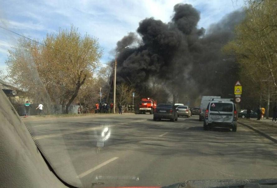 Рядом с очагом пожара находятся районный суд и детская поликлиника