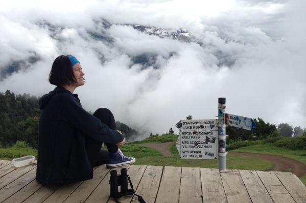 Анастасия Шастина сама теперь работает, перемещаясь из страны в страну